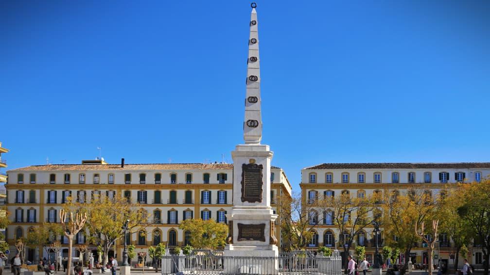 malaga-plaza-de-la-merced-y-obelisco